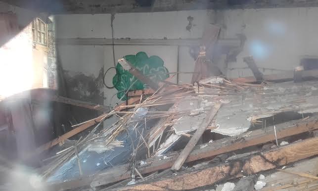 Srušio se krov pomoćne bine u Leskovačkom kulturnom centru