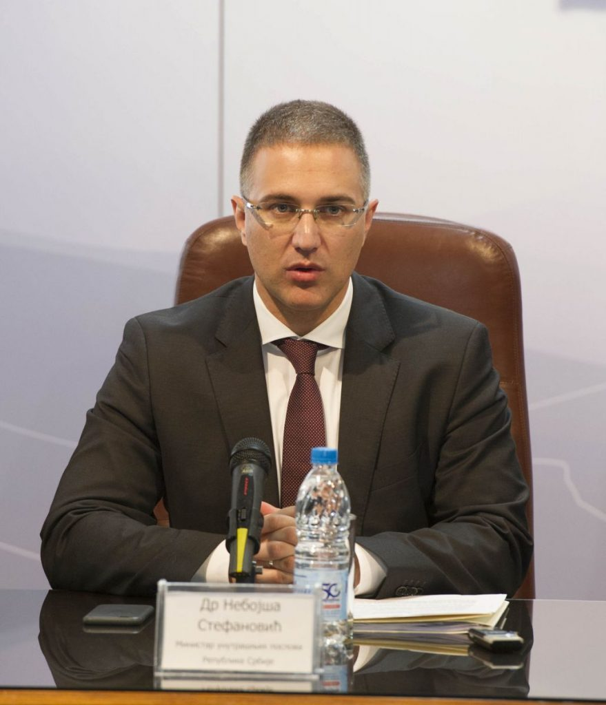Ministar Stefanović: Sinoć povređena 43 policijaca, nasilinici hteli da ruše Narodnu skupštinu