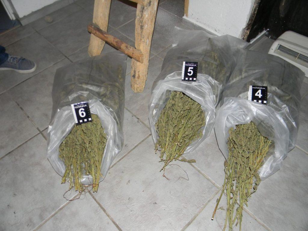 Policija pronašla 3,3 kilograma marihuane