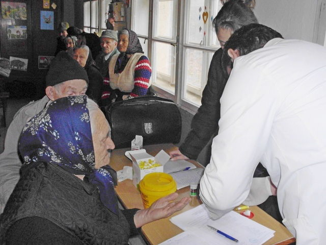 Meštani Crne Bare dobili lekarsku i pomoć u hrani