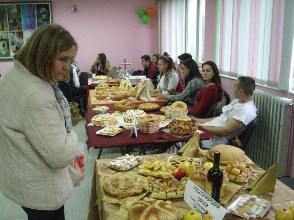 """U pirotskoj Mlekarskoj školi održana manifestacija """"Dani hleba""""(FOTO)"""