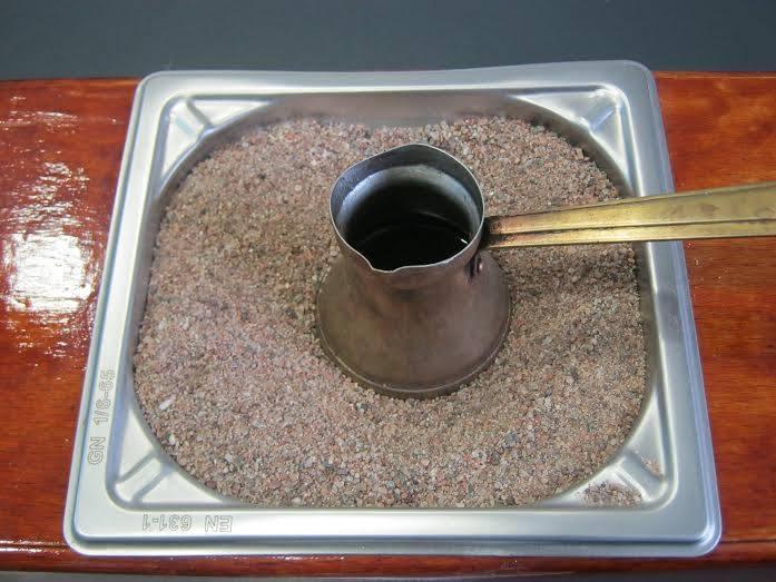 Meraklijska kafa kuvana na pesku