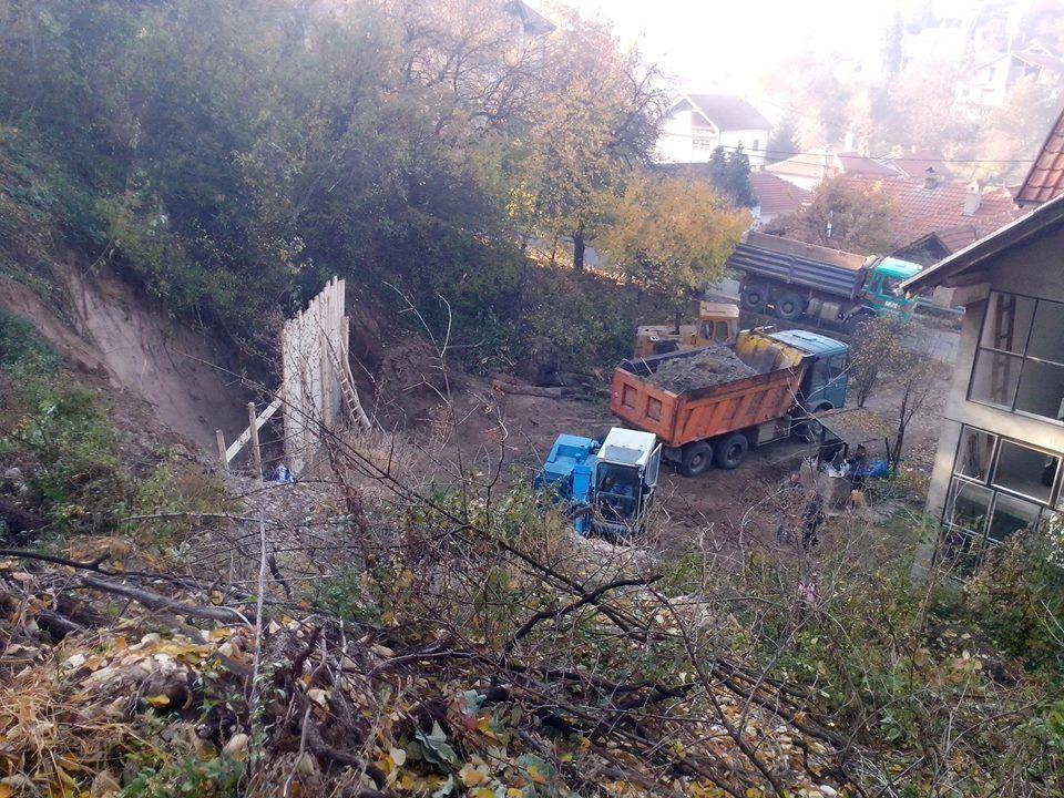 Počela sanacija klizišta u ulici Partizanskih kurira