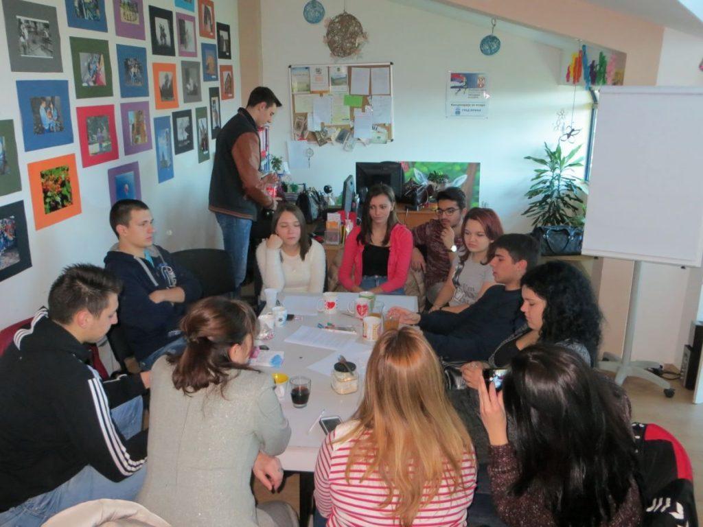 Radionica o internet novinarstvu sa mladima iz Vranja (Foto i Video)
