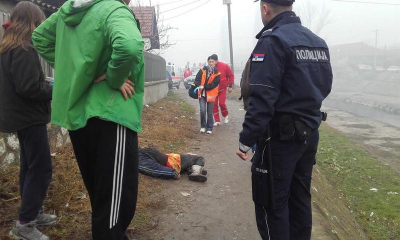 Bez svesti ležala na ulici, niko nije želeo da joj pomogne (UZNEMIRUJUĆE FOTOGRAFIJE)