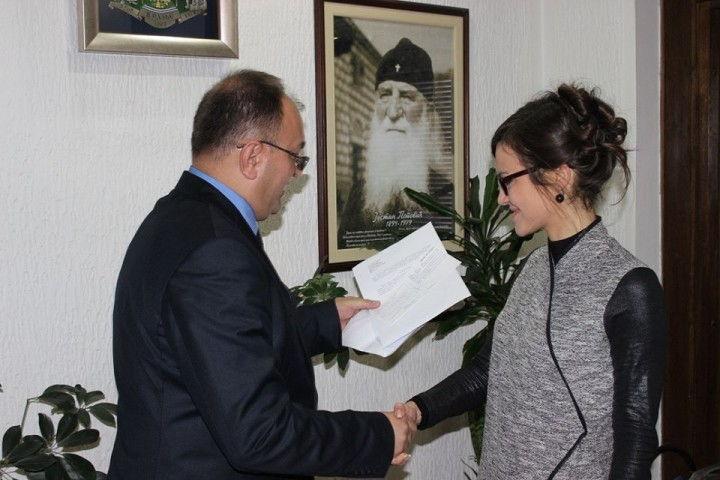 Gradonačelnik finansira doktorske studije mlade Vranjanke