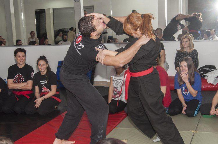 Leskovačke žene učile kako da se odbrane od fizičkog napada