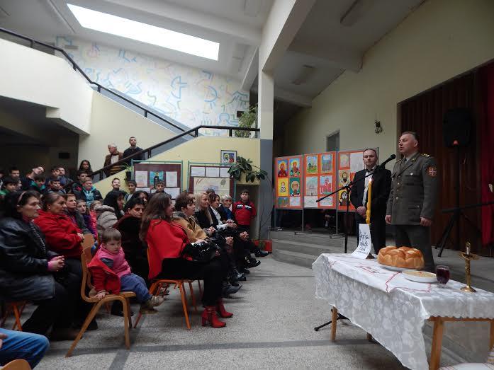 Vojska obradovala školarce u selu Vrtogoš