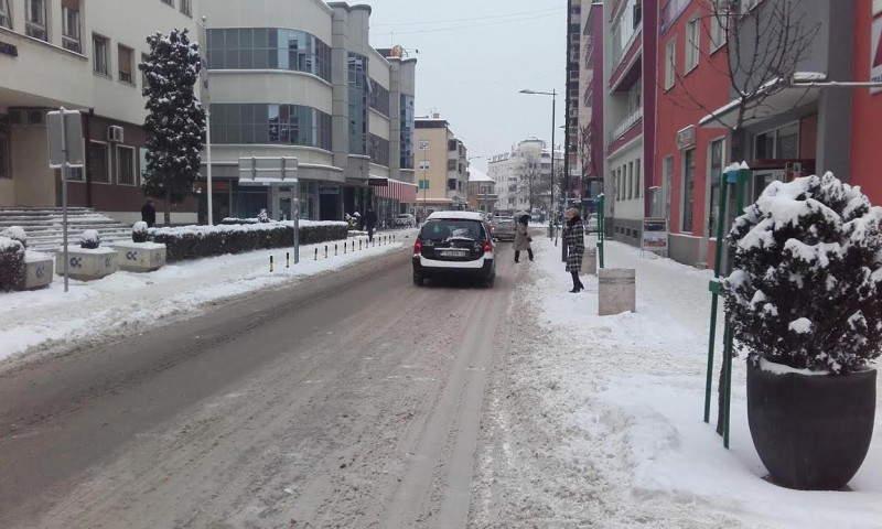 OPREZ Na putevima led ispod napadalog snega
