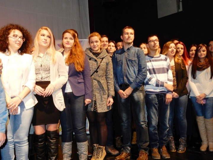 Obezbeđene nagrade za 225 mladih i talentovanih Leskovčana