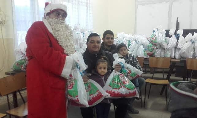 """Novogodišnji paketići za romsku decu u mesnoj zajednici """"Hisar"""""""