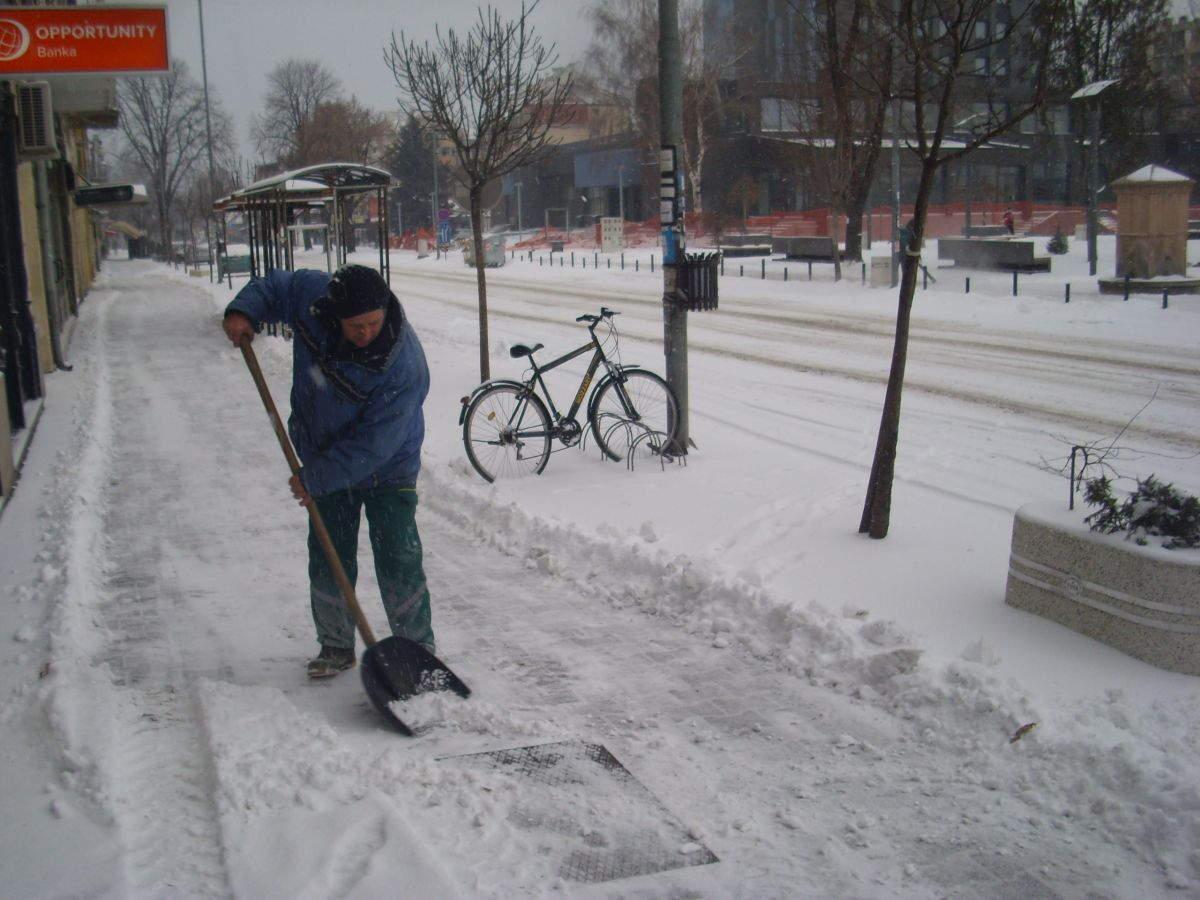Kostić:Danonoćna borba se sa snegom