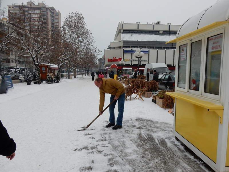 Leskovčani, očistite sneg ispred svoje kuće!