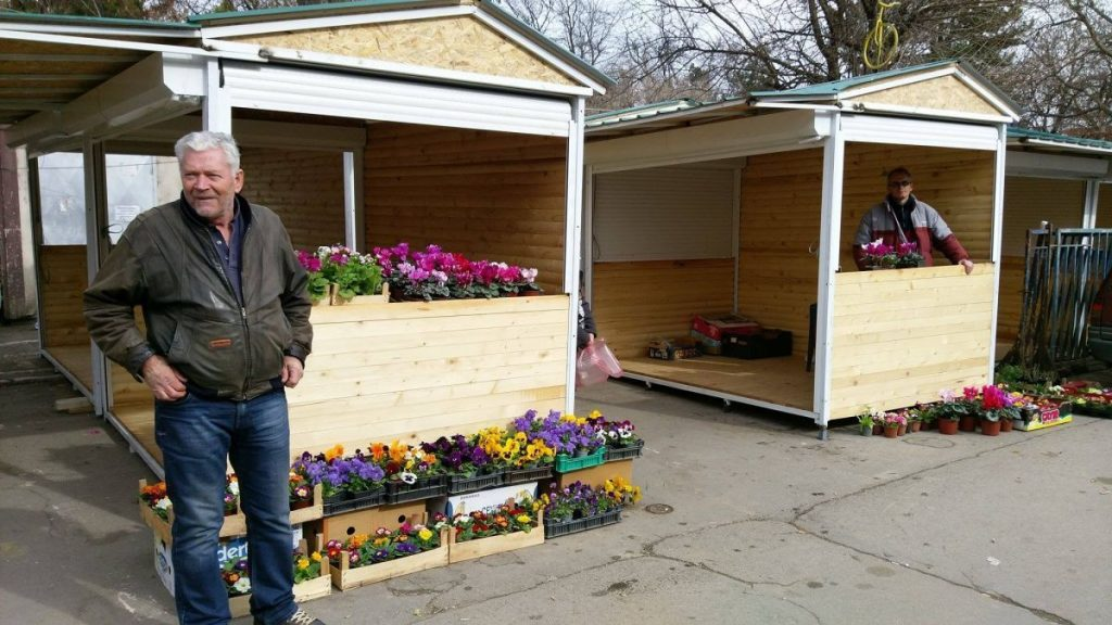 Počela montaža tipskih tezgi na Cvetnoj pijaci pored Tvrđave