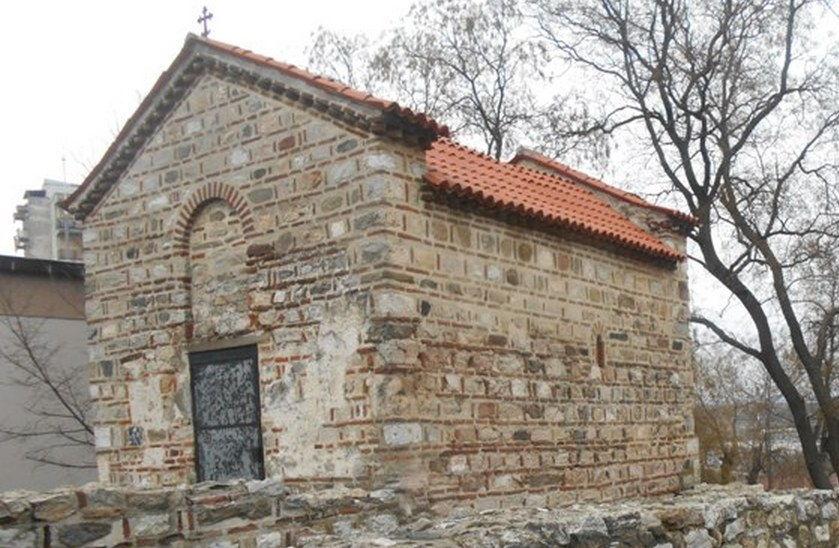 Grafitima skrnave Jug Bogdanovu crkvu