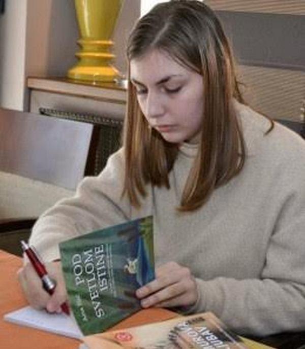 Promocija zbirki pesama Ane Ilić na Sajmu knjiga u Nišu