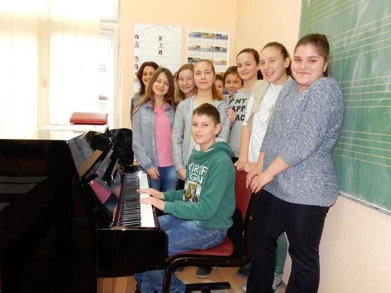 Za tri godine Muzička škola dobila tri pianina od gradskih vlasti (VIDEO)