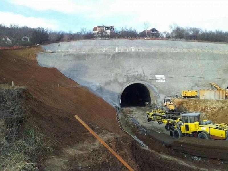 Gradnja tunela ugrožava devetočlanu porodicu