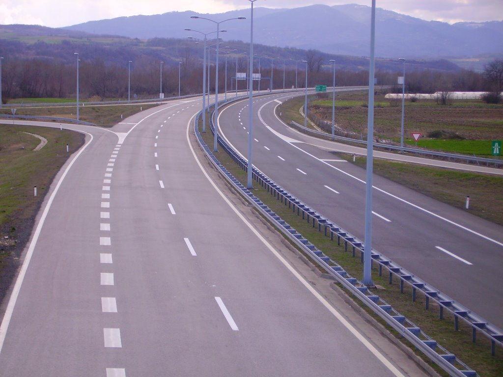Osvetljena Vlasotinačka petlja na auto putu