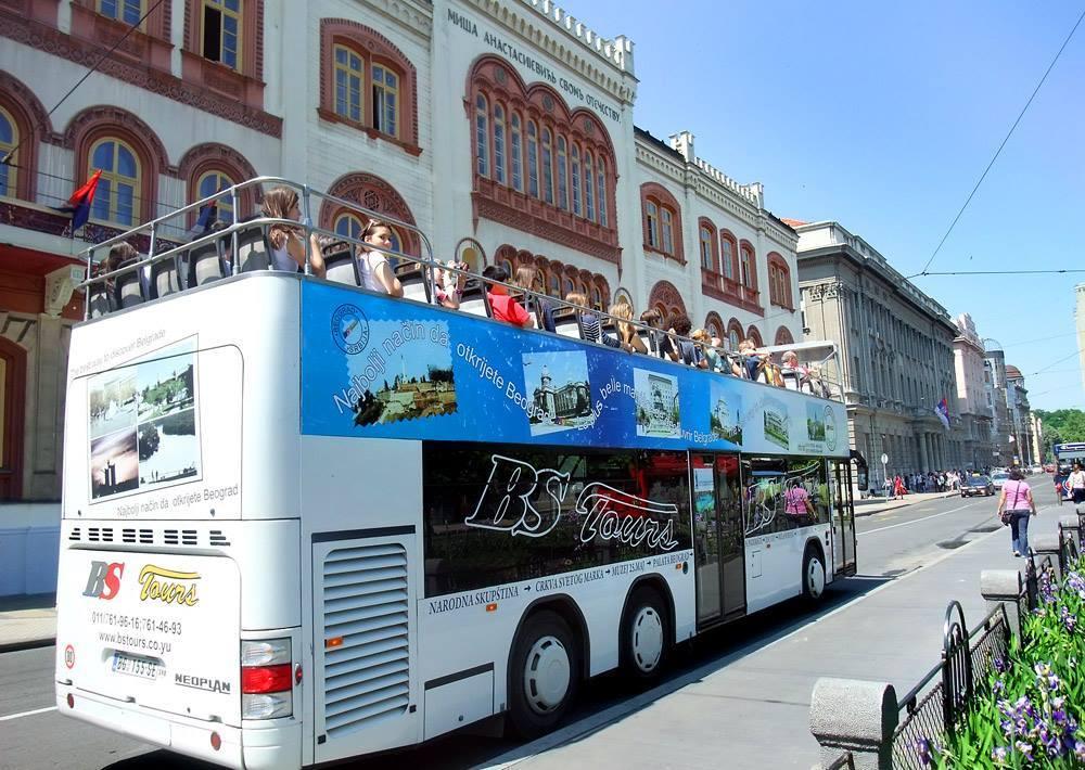 Turistički autobus na leto u Nišu