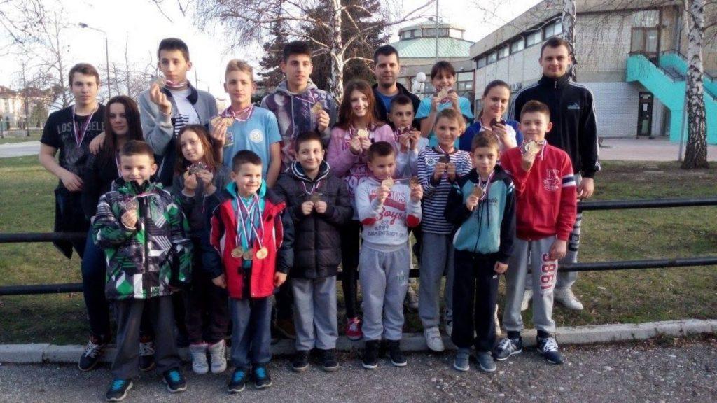 """Veliki uspeh Plivačkog kluba """"Leskovac"""": 0d 29, 15 zlatnih medlaja!"""