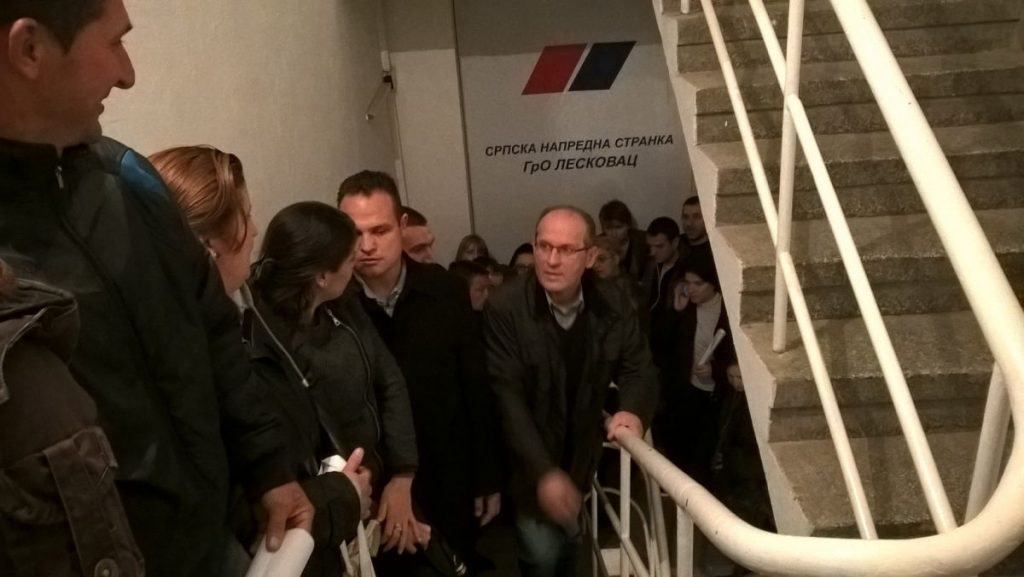 Naprednjaci u Leskovcu za tri sata skupili 2.000 potpisa (FOTO)