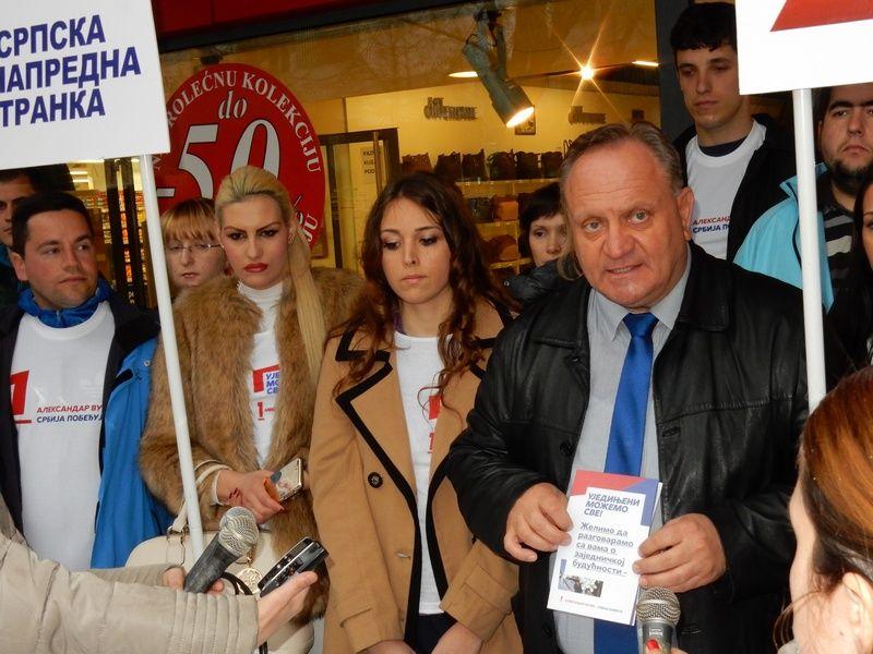 Cvetanović: Za reklame SNS na električnim stubovima plaćena taksa