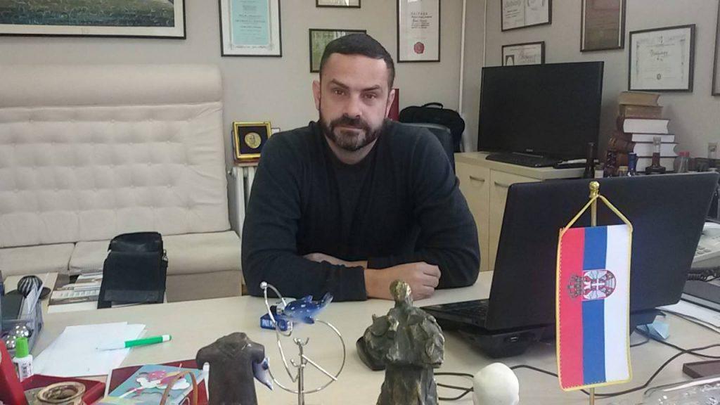 """Predstava koja """"vređa Srbiju"""" ipak gostuje u pozorištu (VIDEO)"""