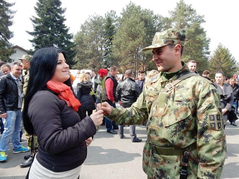 Služe vojsku zbog zaposlenja i tradicije