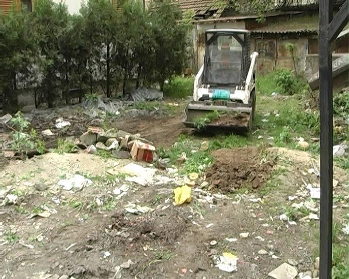 Napravili deponiju u sopstvenom dvorištu