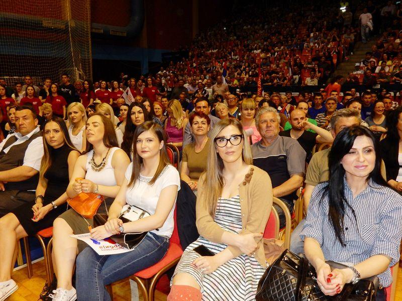 Jedinstvena Srbija okupila oko 2500 pristalica u Leskovcu (VIDEO,FOTO)