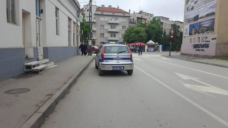 Pogledajte gde bahati saobraćajac parkira službeno vozilo!