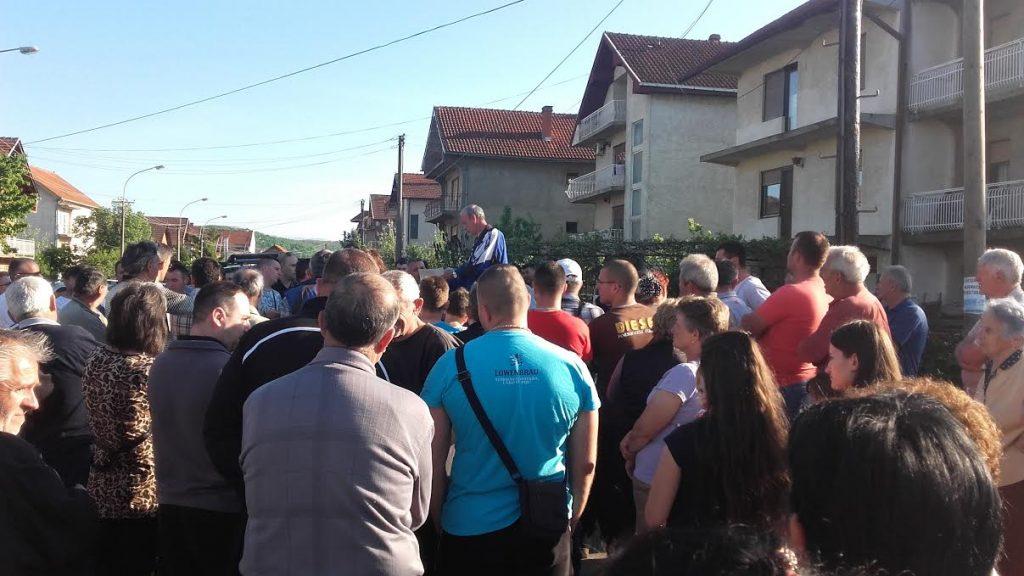 Obećano asfaltiranje podelilo protestante u naselju Rade Žunić