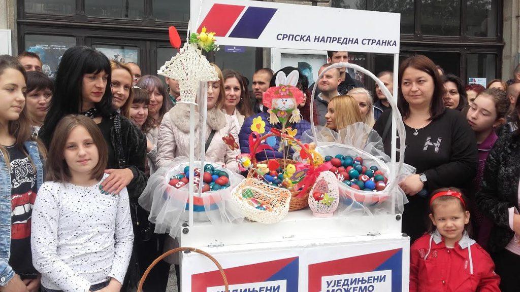 Jedino članice SNS-a delile uskršnja jaja u Leskovcu