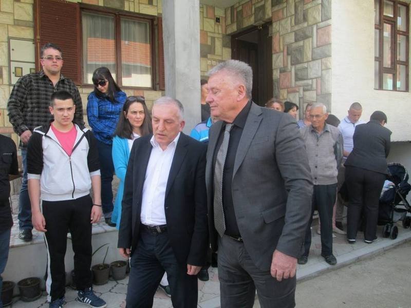Velimir Ilić agitovao za dve liste u Vlasotincu