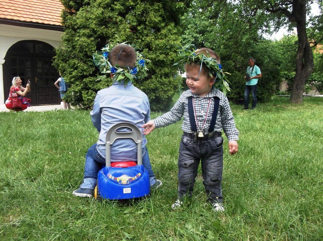 VRBICA – Zvončići i venčići prekrili gradske ulice
