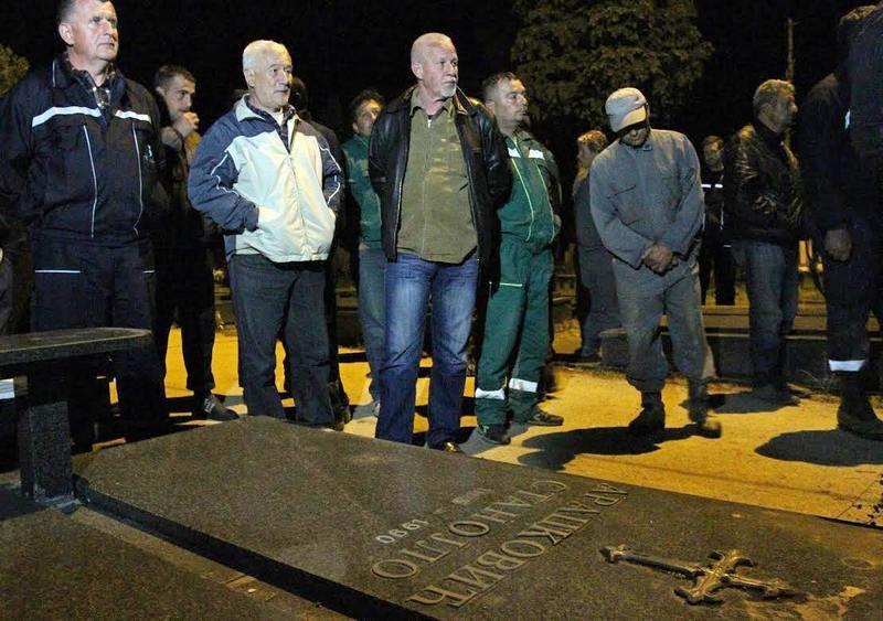 """Radnici """"Gorice"""" dve noći spavali na groblju"""