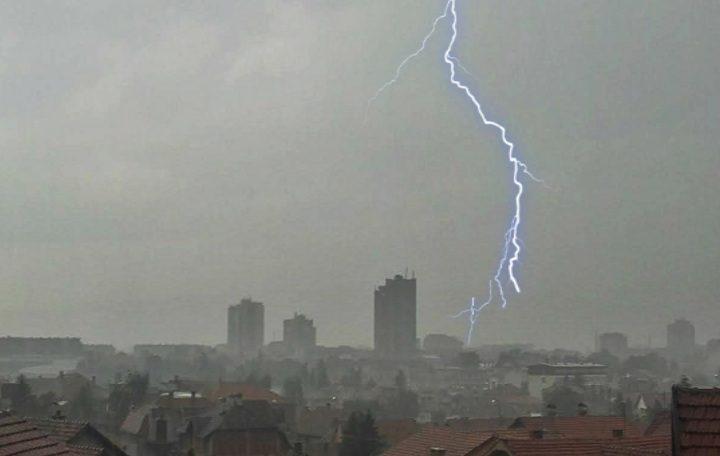 Stižu munje, gromovi i oluja! Evo kada TAČNO počinje nevreme