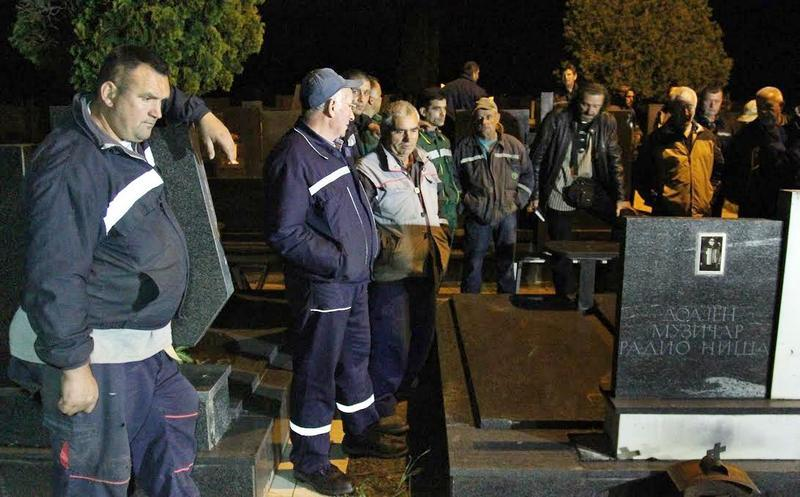 TUGA NA JUGU Niški radnici i sedmu noć spavaju na groblju