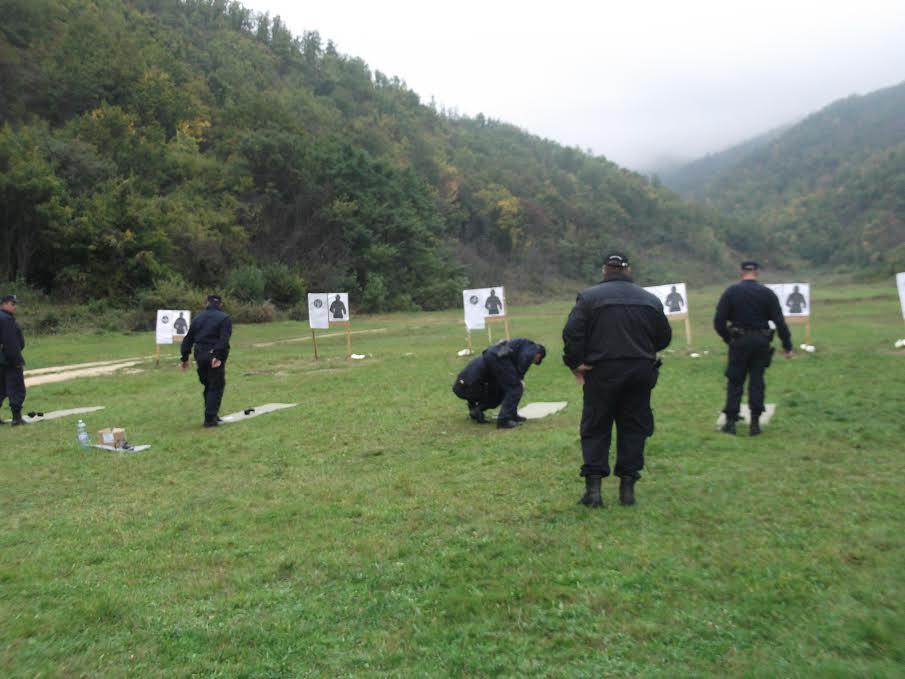 Oprez, policija vežba bojevom municijom