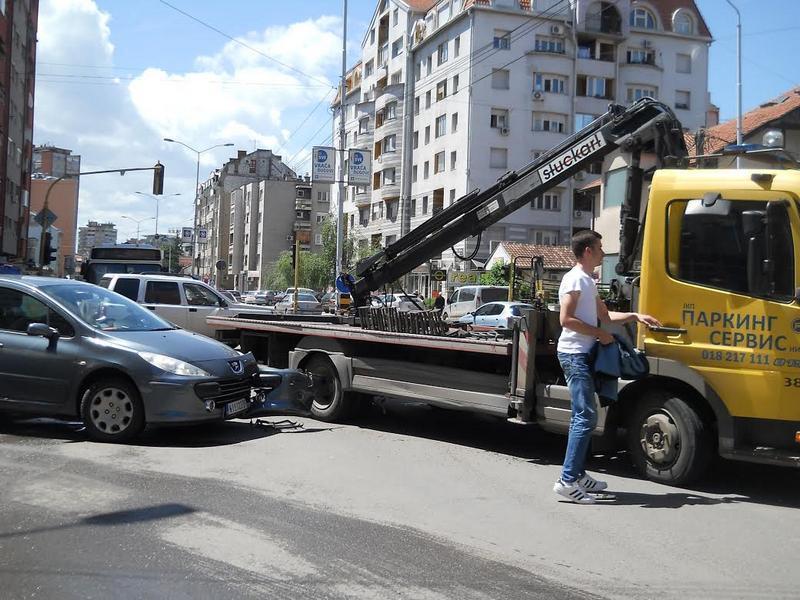 "Kolaps saobraćaja zbog sudara ""pauka"" s automobilom"