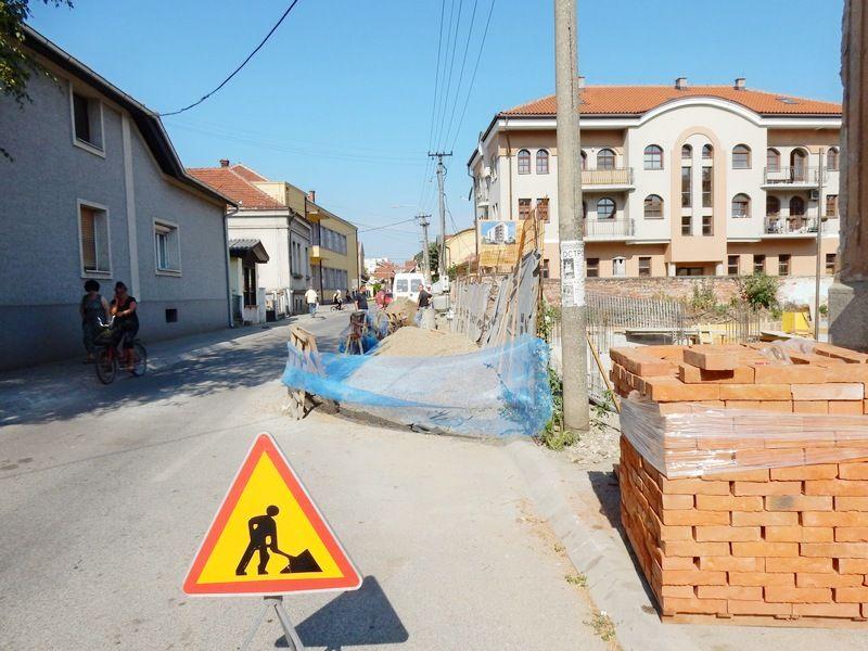 Zbog gradnje višespratnice zauzeta jedna polovina ulice