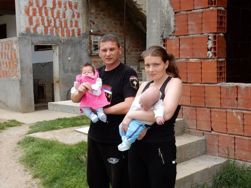 kosare_novica spasic sa suprugom i blizancima