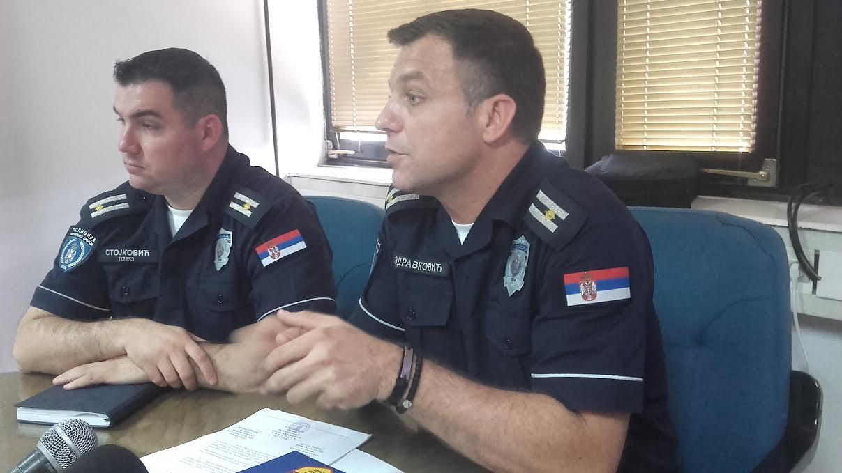 Policajci oči u oči sa sugrađanima