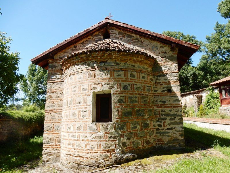 Takmičenje recitatora duhovne poezije u sredu u porti manastira u Jašunji