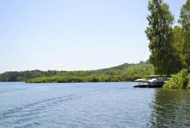 vlasotinsko-jezero-plutajuce-jezero-foto-direkcija-surdulica-1466762105-936025