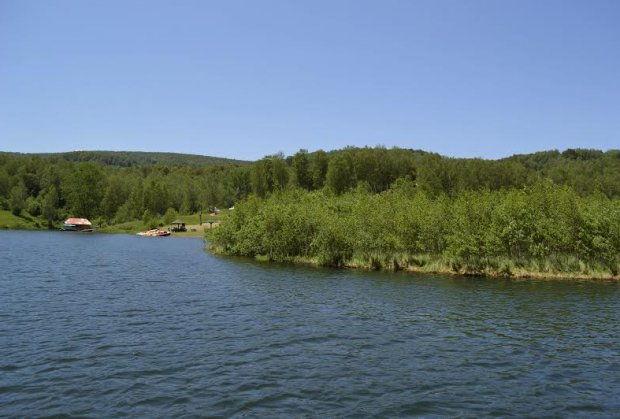 vlasotinsko-jezero-plutajuce-jezero-foto-direkcija-surdulica-1466762105-936027