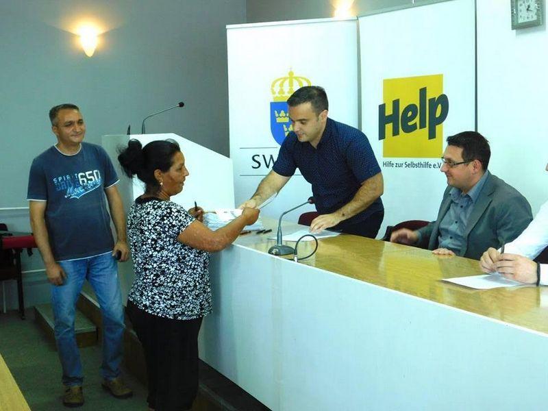 Čertrnaest Hančana potpisalo ugovore sa HELP-om