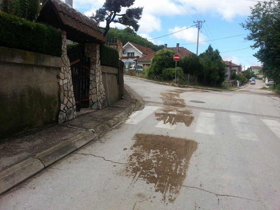 """""""Hrabri"""" komunalci: Ma zovite i Vučića, ja bacam đubre gde ja hoću!"""