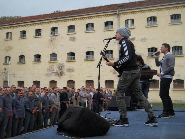 Amadeus bend održao koncert za pamćenje u niškom zatvoru